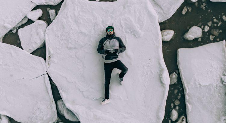 homme seul sur banquise