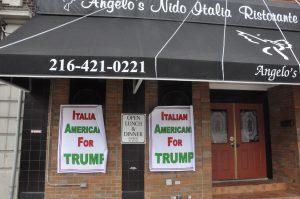 Affiche sur un restaurant à Little Italy, à l'est de Cleveland ©Stéphane Bussard