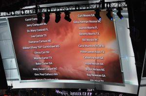 Etrange: longue liste de républicains de tout le pays décédés défilant sur le tableau d'affichage de la convention ©Stéphane Bussard