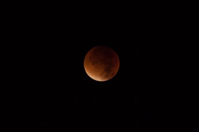 Lune rouge a son apogee (le plus proche de la terre)