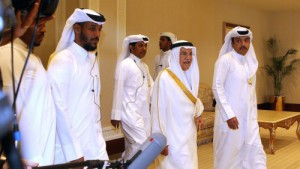 le-ministre-saoudien-du-petrole-ali-al-naimi-c-arrive-a-la-reunion-de-l-opep-a-doha-le-17-avril-2016_5582805-500x281