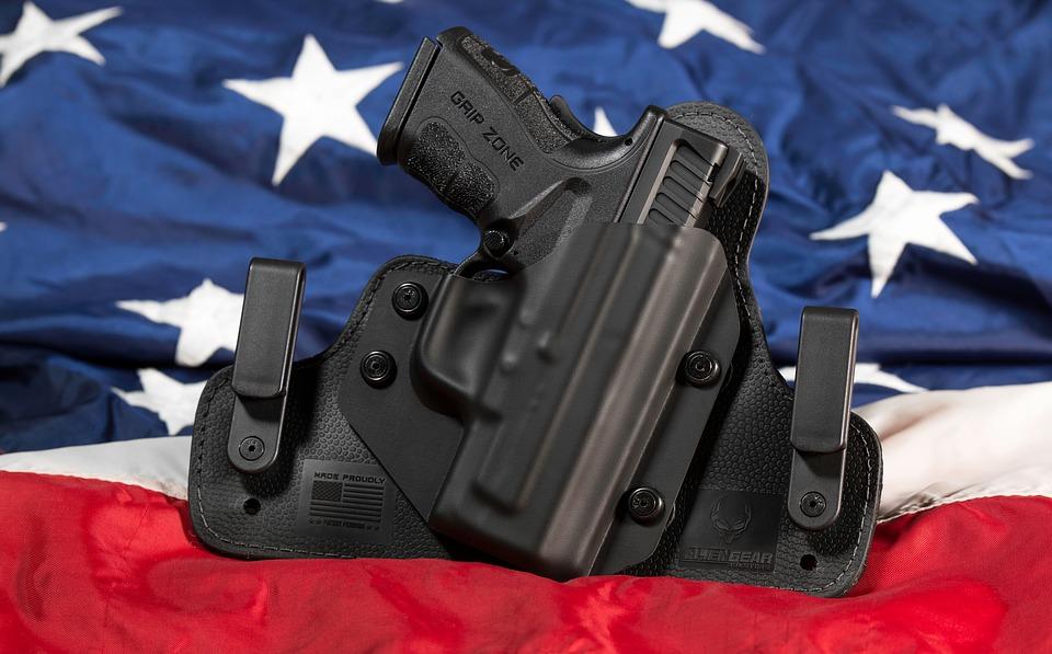 Texas: Mike Pence avec les familles des victimes