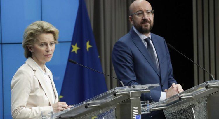 La présidente de la Commission européenne, Ursula von der Leyen, et celui du Conseil européen, Charles Michel, après leur rencontre avec le président Erdogan, le 9 mars 2020. (Olivier Hoslet - EPA/Keystone)