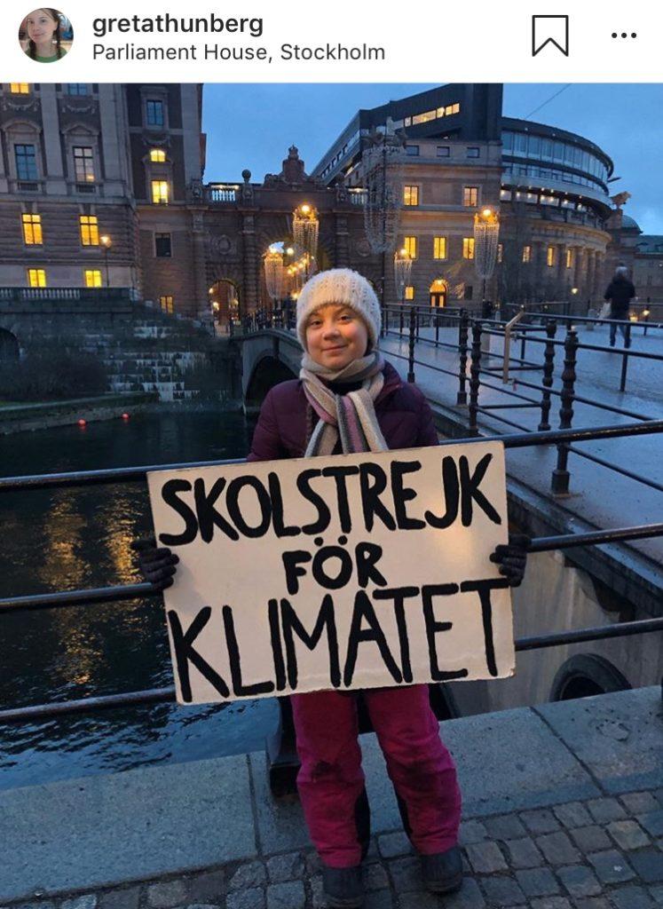 Greta Thunberg devant le parlement suédois à Stockholm