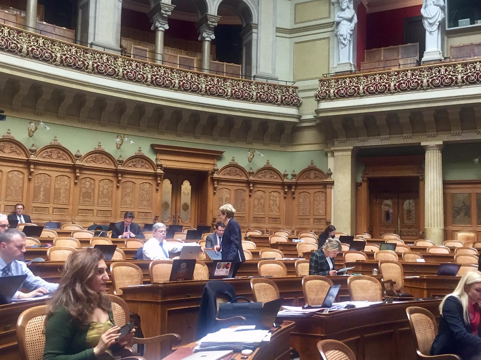 Mon discours tenu au parlement sur l'entrée en matière de la loi sur le CO2 (devant une salle à moitié vide)