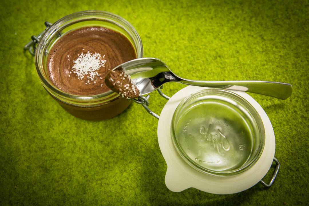 Comment réaliser une mousse au chocolat vegan avec du jus de pois chiche