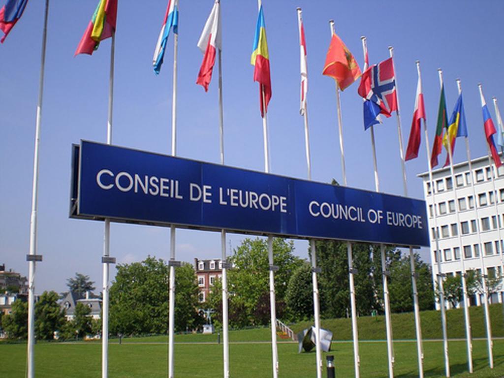 La Suisse doit mieux répondre aux besoins des migrants vulnérables selon le Conseil de l'Europe