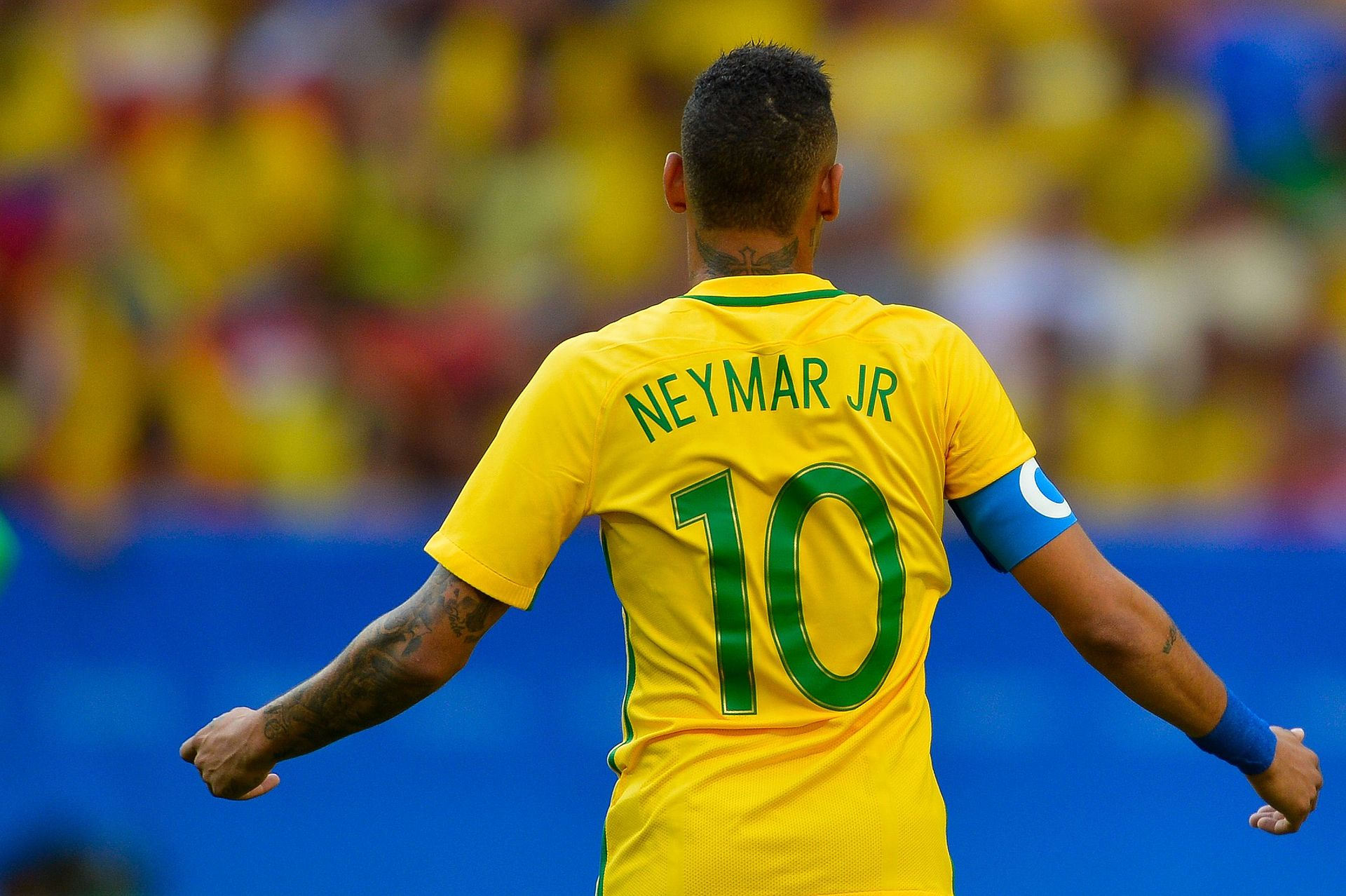 Le transfert de Neymar au PSG: un joli passement de jambes
