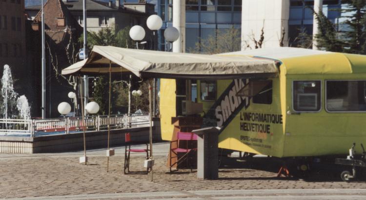 La caravane Smaky sur la Place de la Planta à Sion