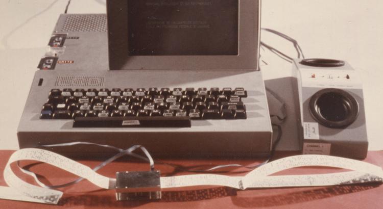 Smaky 4 avec le lecteur de bandes perforées Microleru et un coupleur acoustique